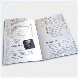 Cardápios 8 Páginas Com Dobra Reciclato 250g RECICLATO 250g sangria: 210x300mm Final do material: 207x297mm 4x4