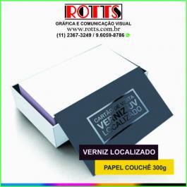 Cartão 300g/m² 4x0 cores Couchê 300g/m² 4,8x8,8 cm 4x0 Laminação BOPP Fosca Frente e Verso c/ Verniz UV Local Frente Corte reto