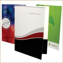 PASTAS Cartão 250g/m² Aberto: 44x32 cm Fechado: 22x32 cm 4x0 Verniz Total Semi Brilho Frente Corte vinco