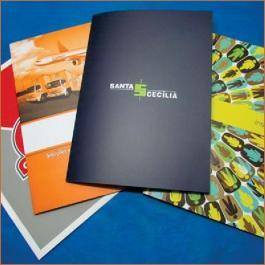 PASTAS Cartão 300g/m² Aberto: 44x32 cm  Fechado: 22x32 cm 4x4 Verniz Total Brilho Corte vinco