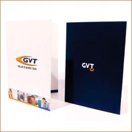 PASTAS Cartão 300g/m² Aberto: 44x32 cm  Fechado: 22x32 cm 4x4 Verniz Total Brilho Frente e Verso Corte vinco